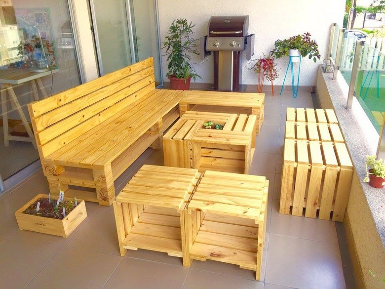20 Amazing Ideas for Wood Pallet Furniture