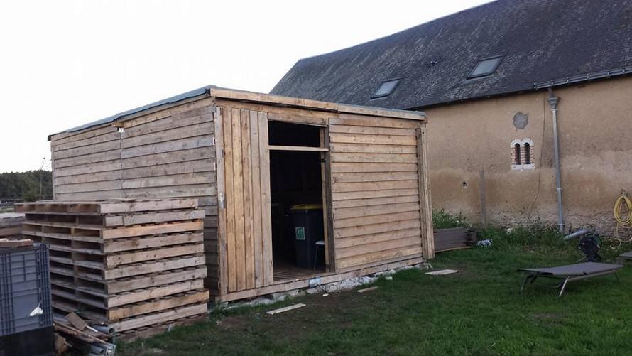 DIY Pallet Wooden Garden Shelter