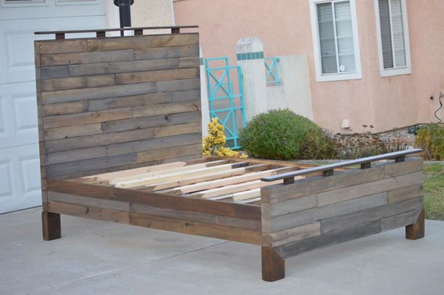 Handmade Rustic Queen Pallet Bed