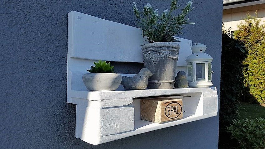 Pallet Garden Wall Decor Shelf
