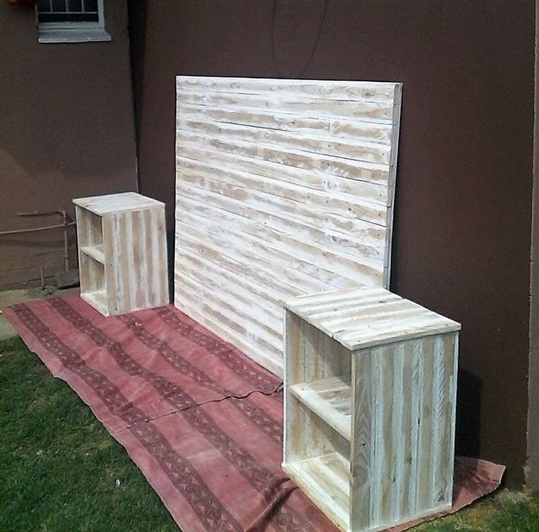 Wooden Pallet Bed Headboard with Side Tables