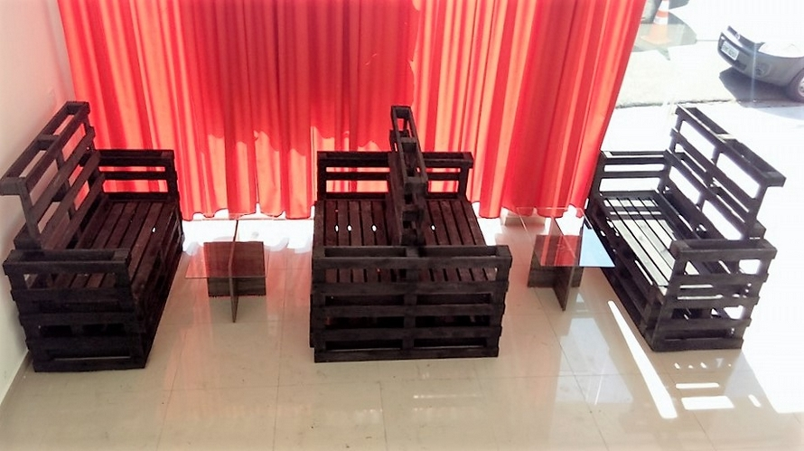 Pallet Furniture for Restaurant