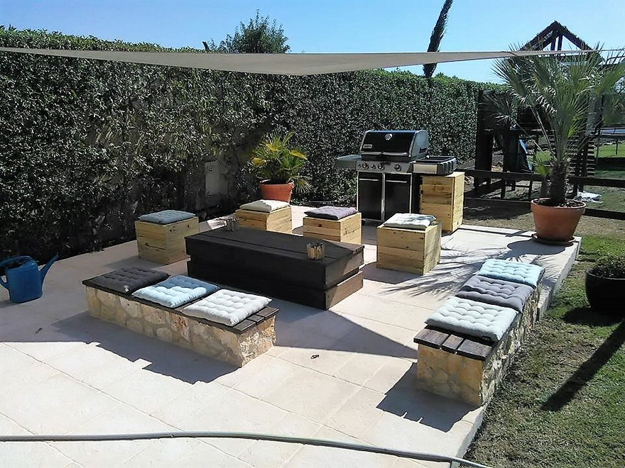 Recycled Pallets Garden Barbecue Zone