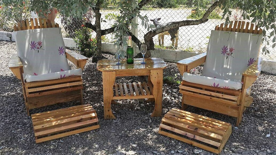 Wood Pallet Patio Chairs Set