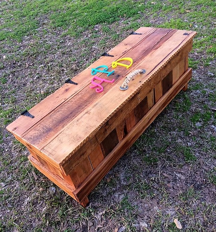 Pallets Made Toy Box for Kids