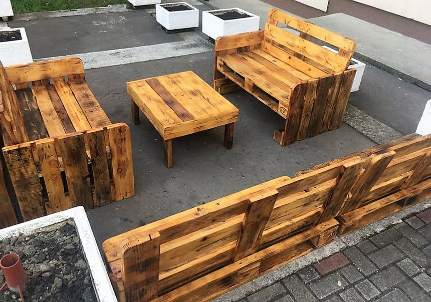 Wooden Pallet Made Patio Cafe Furniture