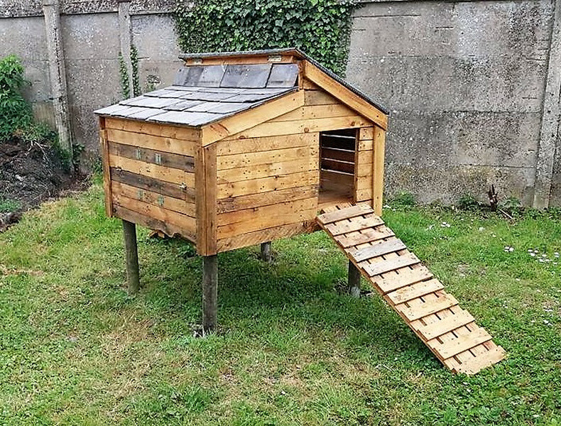 Chicken Coop Out Of Recycled Wooden Pallets Wood Pallet