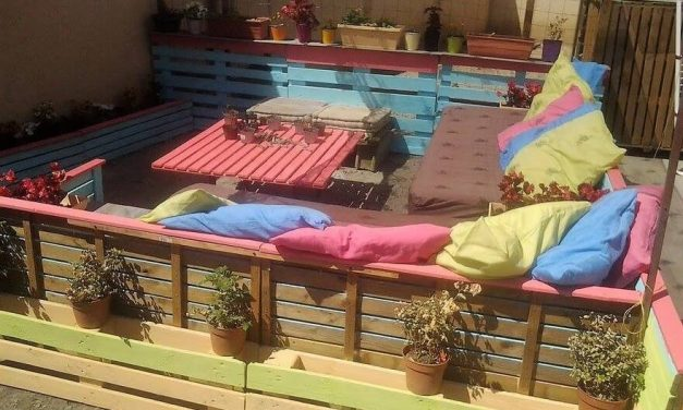 Wood Pallets Made Patio Lounge