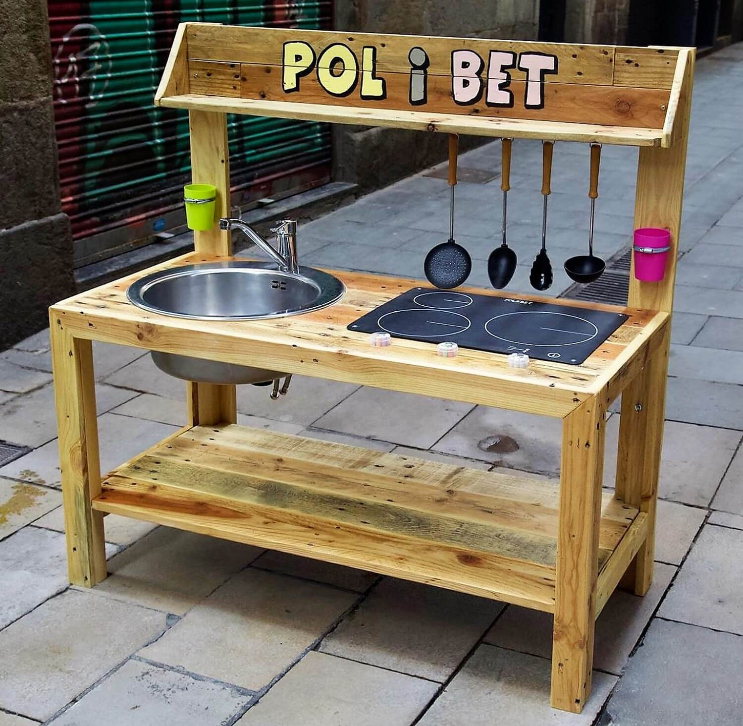 Cute Kids Mud Kitchen Out Of Wooden Pallets Wood Pallet