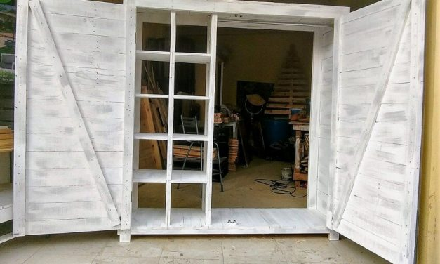 Repurposed Wooden Pallet Dressing Closet