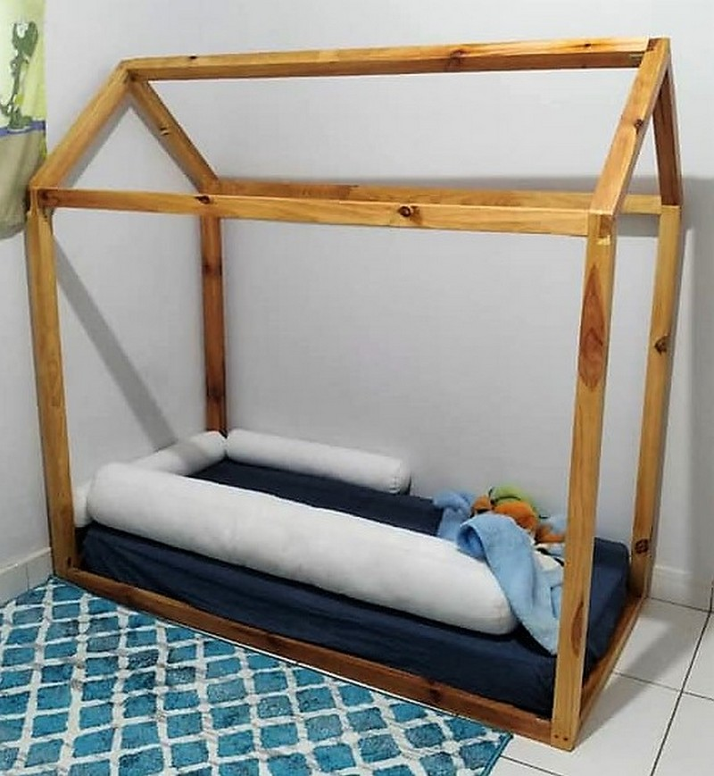 pallet kids bed with wall desk and bookshelf
