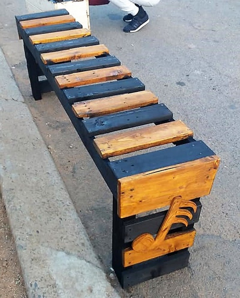 reused pallet bench
