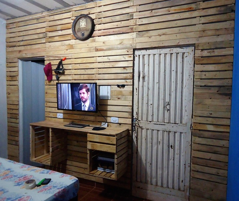 reused pallet wall cladding